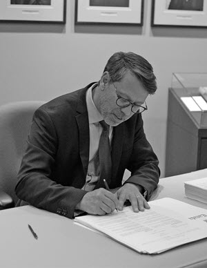Stéphane Perrault signing the writs for the 43<sup>rd</sup> General Election, September 20, 2019